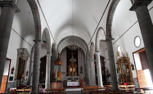Interior de la iglesia de Santa Brígida