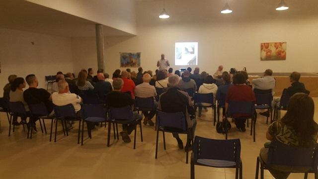 Asamblea con los vecinos y vecinas afectados por el proyecto del ARRU