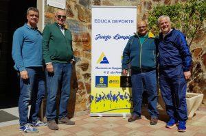 El concejal de Deportes junto a los miembros de la Asociación de Ex Jugadores de la UD Las Palmas