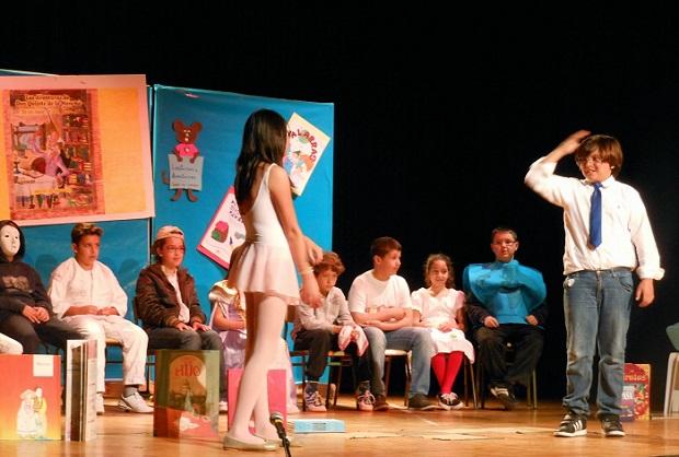 Imagen de archivo de una representación teatral escolar