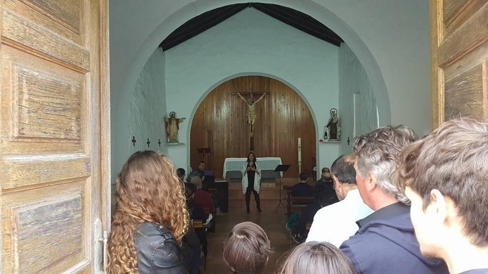 Marina León en un concierto en la ermita de Bandama