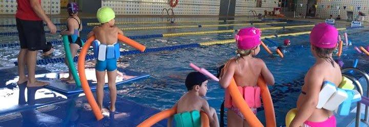 Juegos infantiles en la piscina