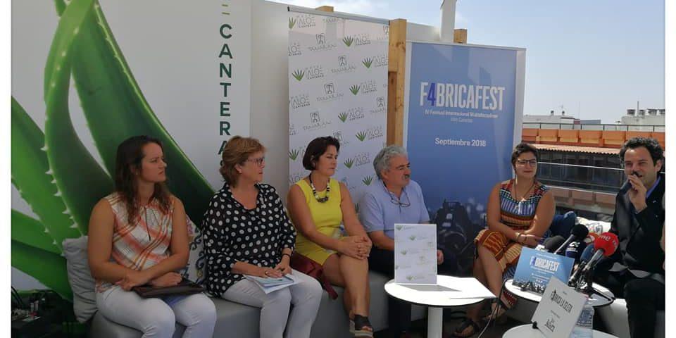 La concejala, Avelina Fernández (segunda por la izquierda de la imagen) en la presentación del festival