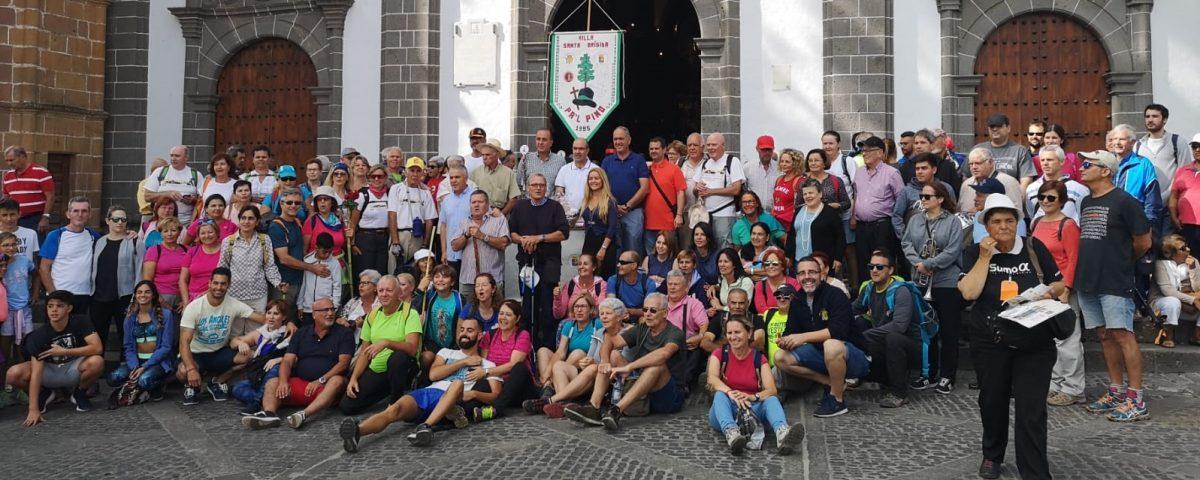 Mayores y senderistas en la iglesia de Teror el pasado sábado