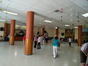 Mayores de Santa Brígida en un baile en el Club de Mayores de Teror