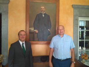 Los alcaldes de Las Palmas de Gran Canaria y Santa Brígida junto al retrato de Antonio López Botas