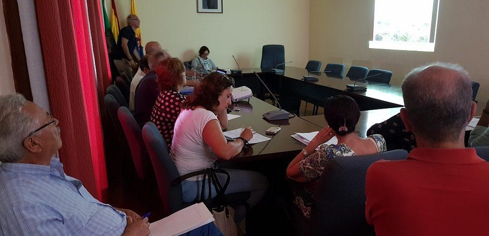 Un aspecto de la reunión de los miembros de la Corporación con el equipo del Plan General