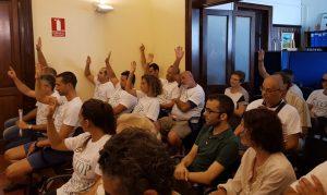 Trabajadores municipales en un acto de protesta por el impago de las horas extraordinaraias