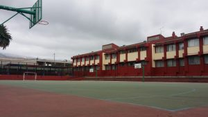 Imagen actual de la cancha del CEIP Juan del Río Ayala