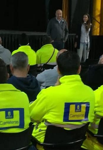 El alcalde satauteño se dirige al personal que acudió a la jornada