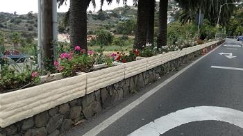 Arreglo de jardineras en la carretera del Centro
