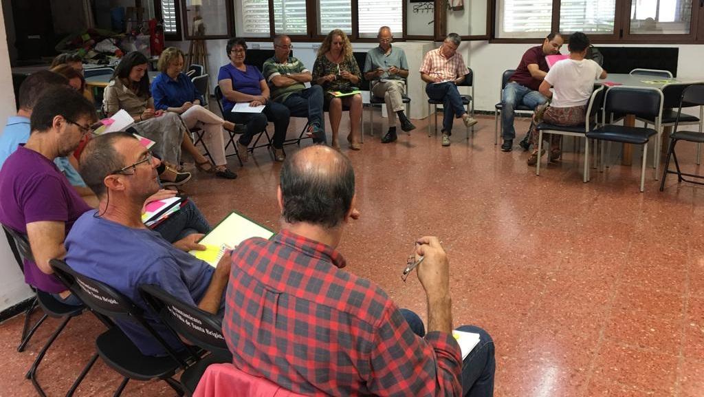 Imagen de una de las reuniones con el personal del Ayuntamiento